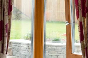 Corner wood aluclad window